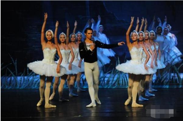 冰舞芭蕾天鹅湖门票