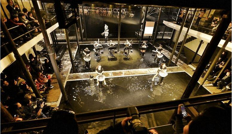 谭盾《水乐堂-天顶上的一滴水》室内实景图
